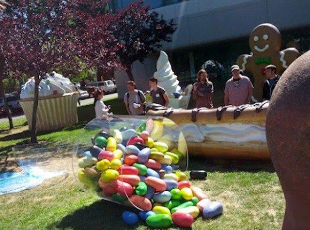 jellybean-google-statue-e1340733083632